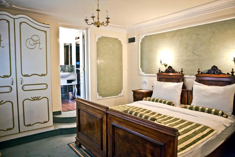 Design hotel queen astoria beograd levelo podovi for Design hotel queen astoria