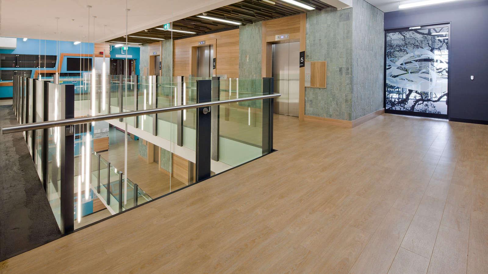 LVT podovi u kancelarijama